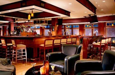 img-emerald-lounge.jpg