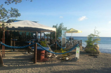 img-pops-place-beachbar.jpg