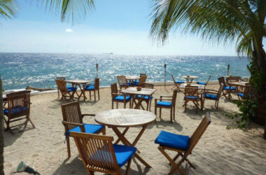 img-scuba-lodge-beachbar.jpg