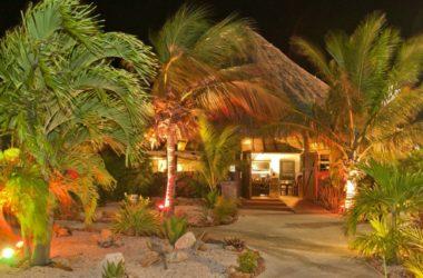 Eetcafe-debuurvrouw-Diner-Curacao-williwood