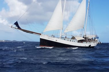 Insulinde-Sailing-Ship-Snorkeling-Family-Curacao-1