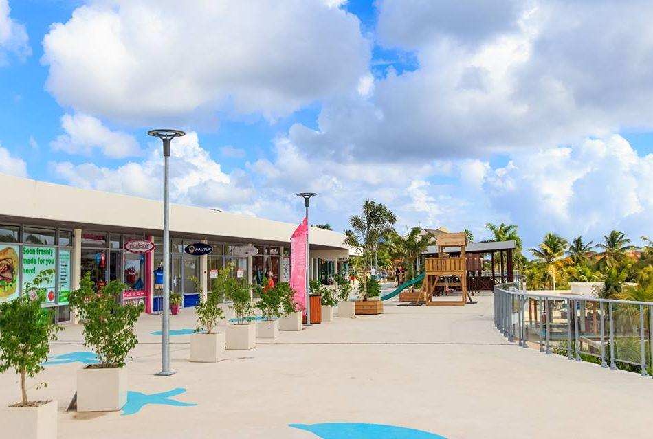 curacao-beach-boulevard-shopping